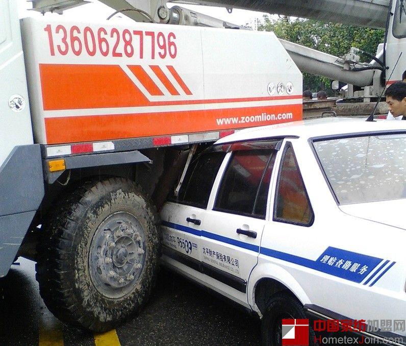 南通家纺城发生严重车祸 保险公司的汽车也是汽车啊!