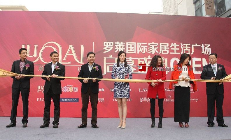 李嘉欣青瓷旗袍亮相罗莱家纺亚洲最大生活馆