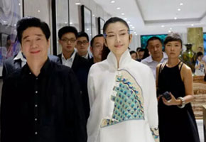 """杨丽萍现身富安娜家纺2015秋冬""""领秀""""新品发布会"""